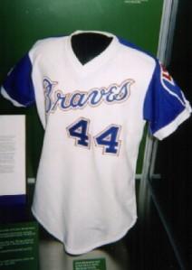 El jersey que vistió Hank Aaron para su cuadrangular 755. Exhibido en Cooperstown, NY