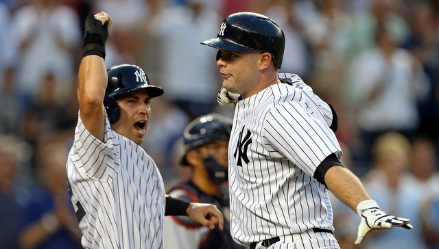 Brian McCann (der.) tuvo una noche histórica en el triunfo de los Yankees. /// Foto tomada de riveraveblues.com